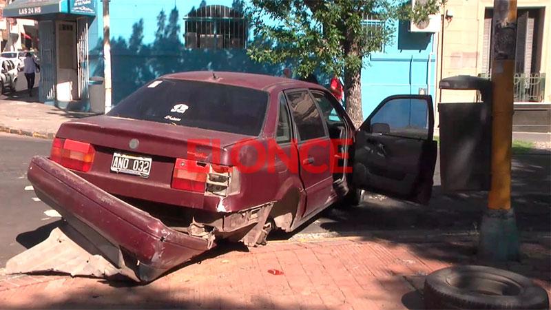 Impresionante accidente en el centro: auto se quedó sin frenos y chocó un taxi