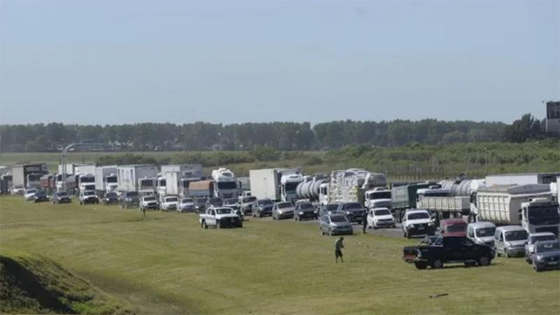 Protesta de transportistas autoconvocados genera embotellamientos