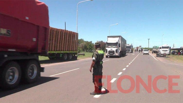 """Transportistas analizan realizar """"cortes totales"""" hasta llegar a una solución"""