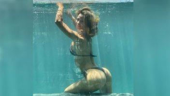 Le dio los buenos días a sus seguidores con una sensual foto bajo el agua