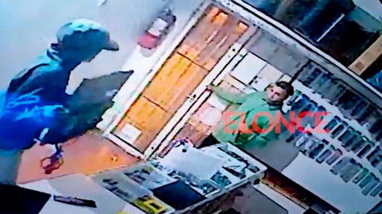Video: Delincuentes saquearon un local de electrónica y el robo quedó filmado