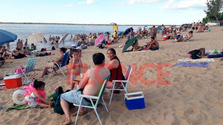 La gente disfrutó el día en las playas de Villa Urquiza y La Picada
