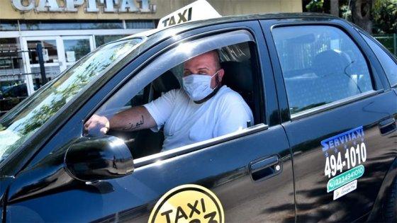 """Taxista encontró 20.000 dólares y los devolvió: """"No lo dudé, no era mío"""""""