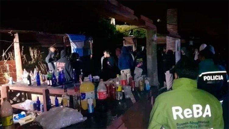 Desbarataron una fiesta clandestina con 2.000 jóvenes en localidad balnearia