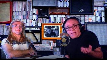 """""""El poeta"""": Leguízamo recrea una emisión de radio con una poesía desopilante"""