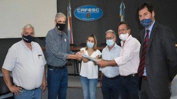 CAFESG entregó el proyecto para el nuevo edificio de UADER en Federación