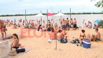 Paranaenses y turistas disfrutaron del feriado a orillas del río