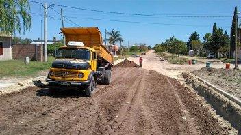 Realizan trabajos para mantener los caminos rurales en el departamento Paraná