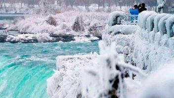 Las Cataratas del Niágara casi congeladas: impresionantes imágenes