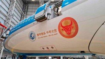 Aterrizó en Beijing el vuelo que traerá un millón de dosis de vacunas Sinopharm