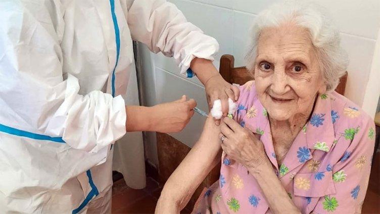 Comienza el operativo de vacunación contra el Covid para mayores de 70 años