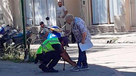 El gesto de un inspector de tránsito que ayudó a una mujer conmovió a todos