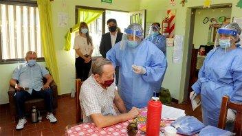 En el 80% de las residencias geriátricas ya se vacunó contra el coronavirus