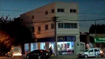 Apuñalaron a un hombre frente a su familia en una heladería de Rosario