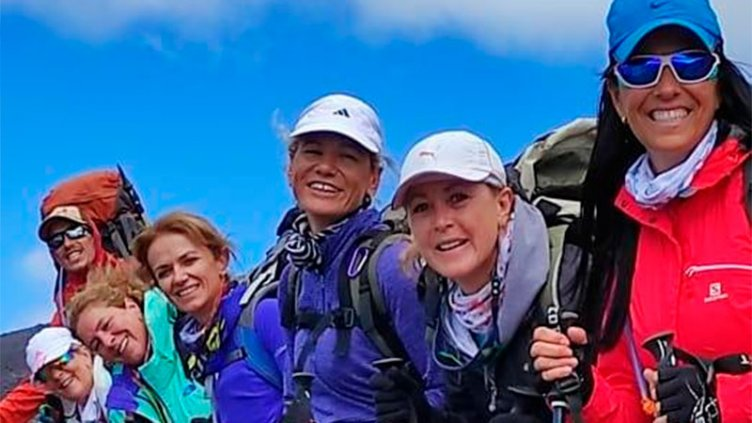 Emoción y alegría: grupo de amigas paranaenses hizo cumbre en el volcán Lanin