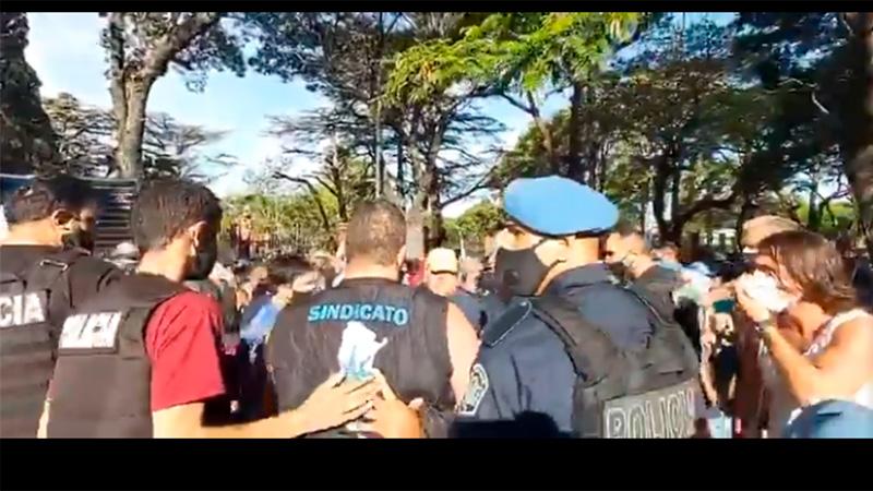 Enfrentamientos en la marcha macrista — Incidentes en Olivos