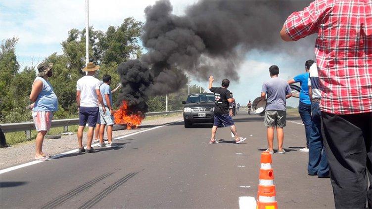 Hubo demoras sobre Ruta 12 por corte y protesta de vecinos de Ibicuy