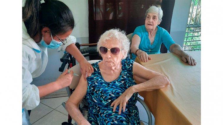 Finalizó la vacunación contra el Covid-19 en geriátricos de Paraná