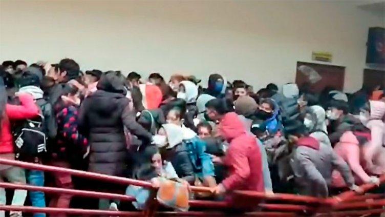 Tragedia en Bolivia: cedió baranda en universidad y murieron siete estudiantes
