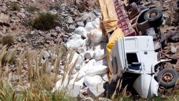 Camionero se salvó de milagro tras caer 40 metros al vacío