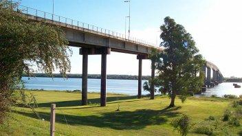 Intendente de Colón pide que se gestione la reapertura del puente Artigas