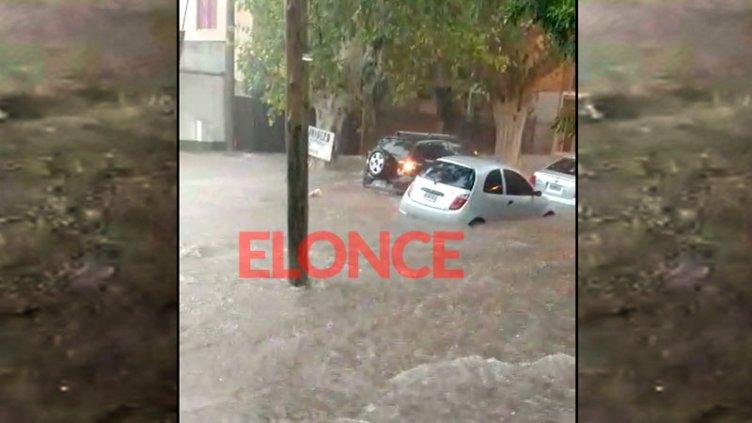 Anegamientos y diversos inconvenientes por el diluvio en Paraná: Videos