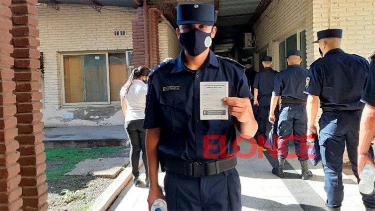 Covid-19: vacunan a cadetes y directivos en la Escuela de Policía de Entre Ríos