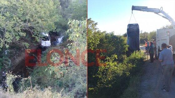 Un joven murió y otros cuatro resultaron heridos al caer un auto a un arroyo