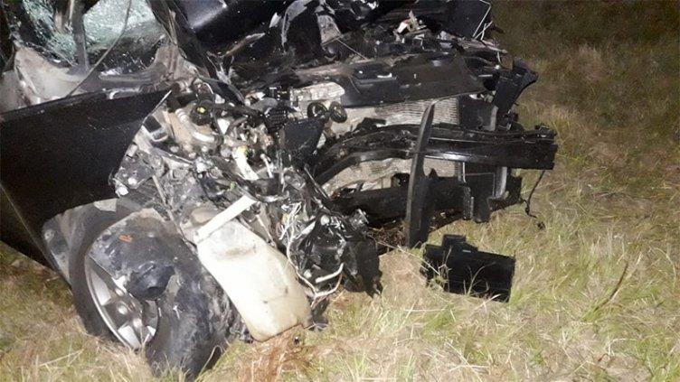 Violento choque de un auto contra un tractor dejó tres personas heridas