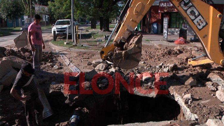 Reparan caño y el agua vuelve paulatinamente a distintos barrios de Paraná