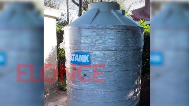 """Robaron tanque de agua de """"grandes dimensiones"""", con capacidad de 3000 litros"""