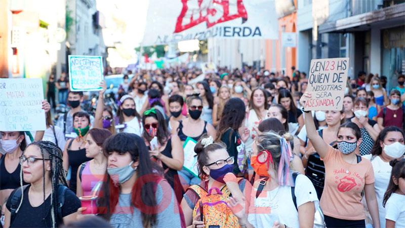 """""""Vivas nos queremos"""": Paraná se sumó a la marcha por el Día de la Mujer"""
