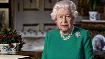 La reina Isabel II pasó la noche internada en un hospital