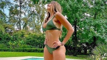 """""""Vamos despidiendo otra estación"""": A los 56 años, lució radiante en bikini"""