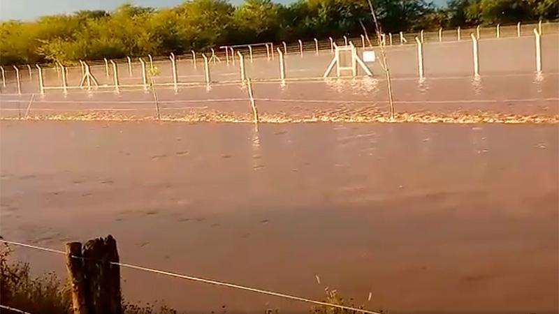 La cancha de Club Sportivo Victoria, inundada