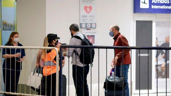Detectan variantes de la India y de Sudáfrica entre viajeros llegados al país