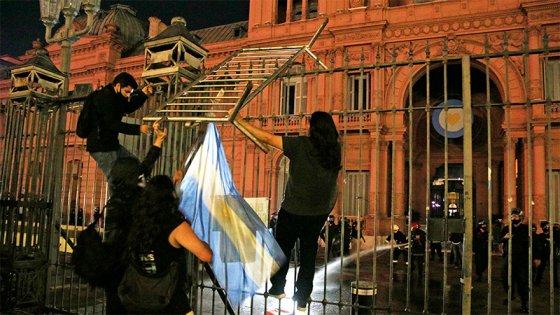 Hubo manifestaciones contra las medidas tomadas por el Gobierno ante la pandemia