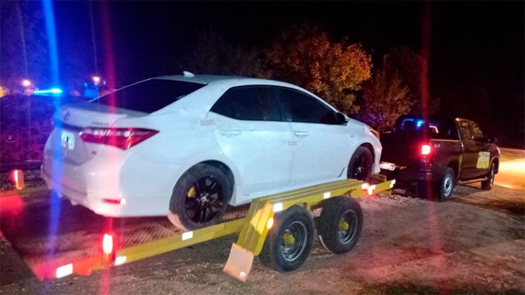 Conductor alcoholizado casi embiste a policía al fugarse de un control vehicular