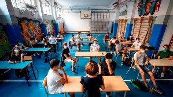 Con más docentes vacunados, vuelven las clases presenciales en Italia