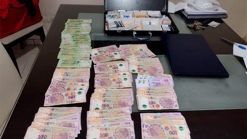 Parte del dinero secuestrado en uno de los allanamientos