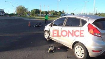 Motociclista herido tras fuerte choque con un auto en el Acceso Sur a Paraná
