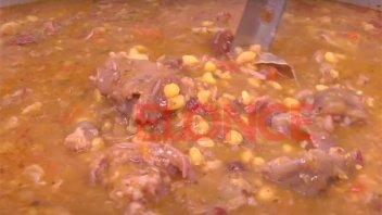 Locro en la Feria de Salta y Nogoyá: La preparación, con una tradición