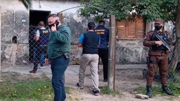 Descubren una banda de policías que vendía armas en Rosario y Entre Ríos