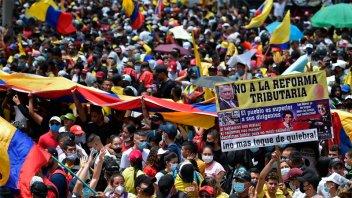 Protestas y represión no ceden en Colombia: Este miércoles habrá una gran marcha