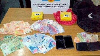 Evadieron un control, pero los detuvieron con más de un kilo de cocaína y dinero