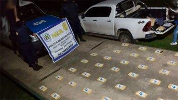 Hallaron 43 kilos de cocaína en campo entrerriano: dos sujetos lograron escapar