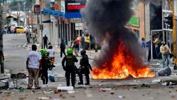 Colombia cambiará ley para que bloqueos no sean considerados protesta pacífica