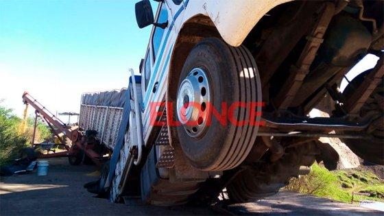 """Transportista contó cómo se hundió el camión: """"Se hamacaba entero, fue terrible"""""""