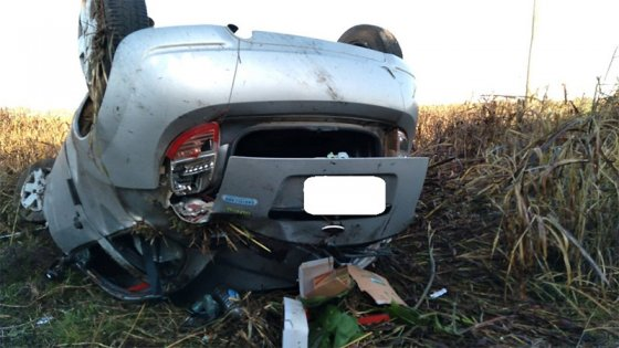 Paranaense se durmió al volante y su auto terminó con las ruedas hacia arriba