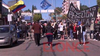 Reclamaron asistencia para comedores frente a oficina de Nación en Paraná